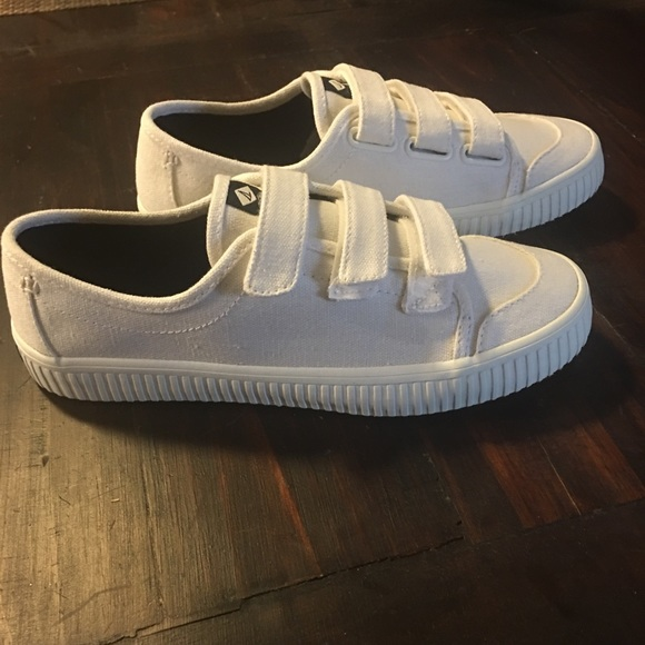 White Sperry Crest Creeper Velcro Shoes